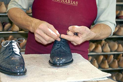 Zachariáš stellt auch Schuhe aus Krokodilleder her.