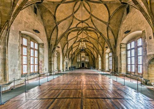 Baumeister Benedikt Ried errichtete 1490 bis 1502 im Alten Königspalast der Prager Burg den Vladislav-Saal.