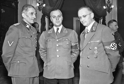 Karl Hermann Frank mit Alfred Rosenberg und Konrad Henlein