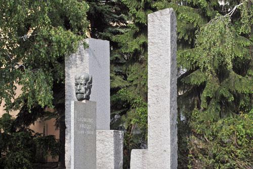 Wacht auf ewig über sein Příbor: Sigmund Freud.