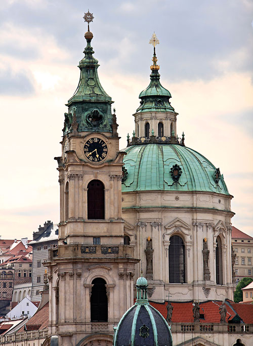 Turm und Kuppelbau der Nikolauskirche