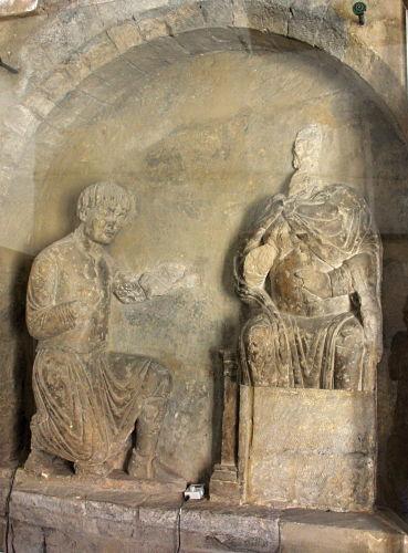 Das steinerne Relief der Judithbrücke ist die bedeutendste romanische Plastik Böhmens.