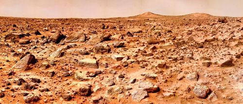 Die rote Färbung verdankt der Mars dem Eisenoxid-Staub, der sich auf der Oberfläche und in der Atmosphäre verteilt hat.