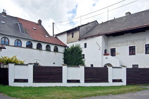 """Ein Teil des """"Schlösschens"""" in Nové Veselí gehört Zeman seit 1989."""