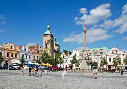 Ohne Autos wäre der Havlíček-Platz in Havlíčkův Brod noch ein bisschen schöner, aber dafür wohl auch nicht so lebendig.