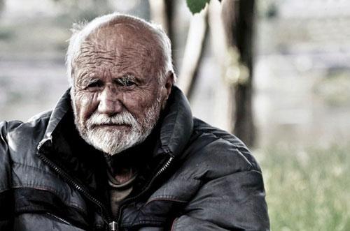 Viliam landete auf der Straße, weil er seine Miete nicht zahlen konnte.