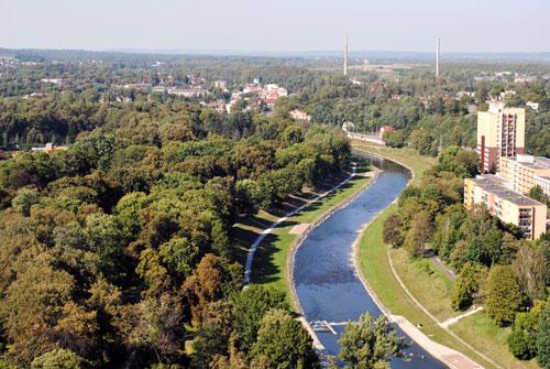 Erstaunlich grün zeigt sich die Stadt von oben.
