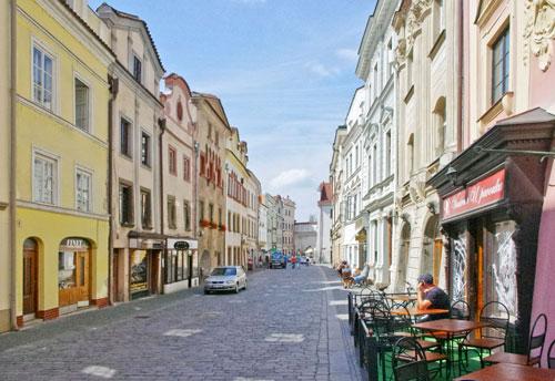 Viele Fassaden in Pardubice sind hübsch renoviert, etwa in der Gasse zum Schloss.
