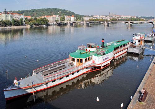 Heute sind die Dampfer vor allem bei Touristen beliebt, zu Dittrichs Zeiten waren sie billiger als die Eisenbahn.