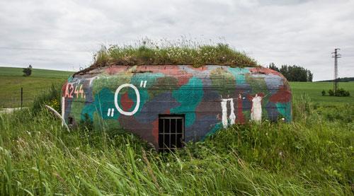 Kunst oder Denkmal? Ein zweckentfremdeter Bunker in Böhmen