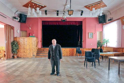 Nach Jahrzehnten kehrte Franz Bauer in den Saal des Hotel Hubertus in Poběžovice zurück.