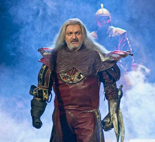 "Daniel Hůlka verkörpert die Titelfigur in ""Dracula""."