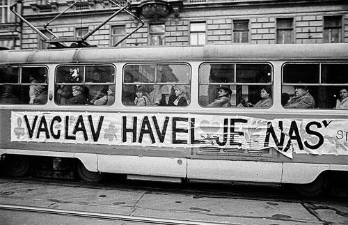 """Václav Havel gehört uns"": Prager Straßenbahn im Dezember 1989"