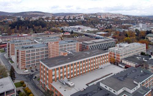 """Zlín von oben: Einen Überblick verschafft man sich am besten in """"Baťas Wolkenkratzer""""."""