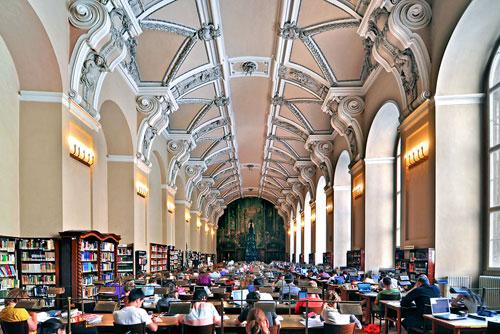 Gemütlich ein Buch lesen? Im Klementinum herrscht Ruhe.