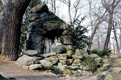 Die Grotte wirkt wie das Tor zu einer anderen Welt. Dem Dichter hätte das bestimmt gefallen.