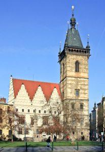 Der Turm des Neustädter Rathauses wurde in nur fünf Jahren errichtet.