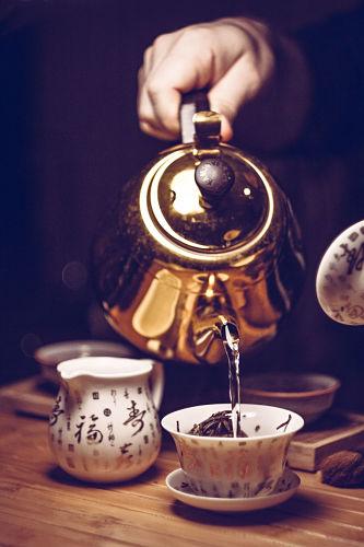 Entspannt aufwärmen kann man sich in Prager Teestuben.