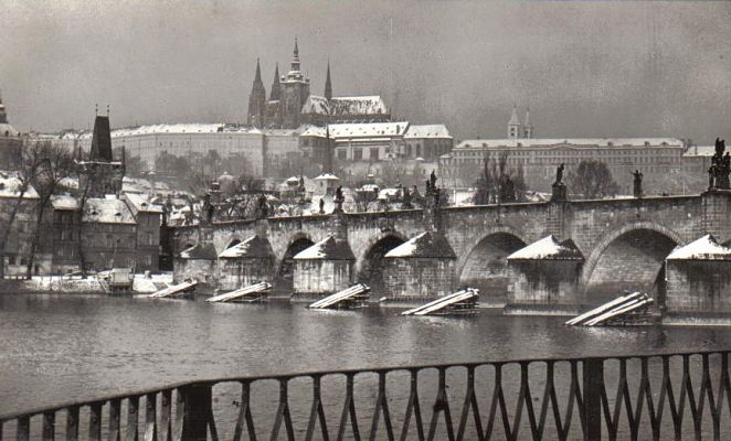 Karlsbrücke mit Hradschin (Postkarte um 1930)