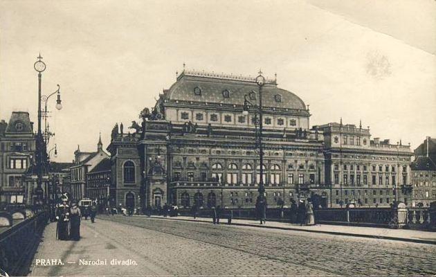 Nationaltheater in Prag (Postkarte aus den dreißiger Jahren)