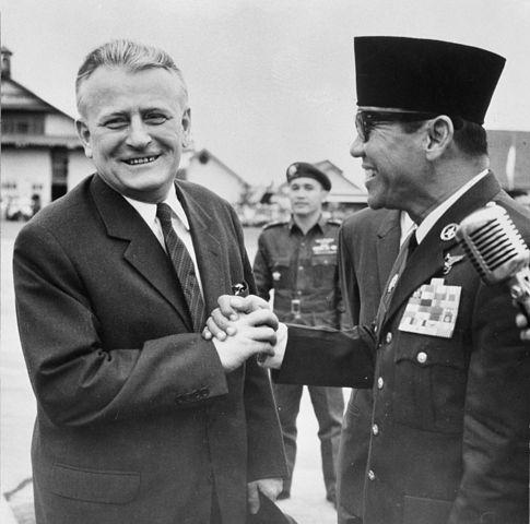 Antonín Novotný bei einem Treffen mit dem indonesischen Präsidenten Sukarno (September 1963)