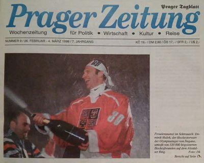 """Titelseite der """"Prager Zeitung"""" vom 26. Februar 1998: Torwart Hašek feiert den Olympia-Sieg auf dem Altstädter Ring"""