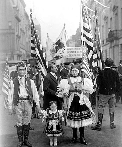 Exil-Tschechen bei einer Parade in New York im Mai 1917  | © Archives of Czechs and Slovaks Abroad – University of Chicago