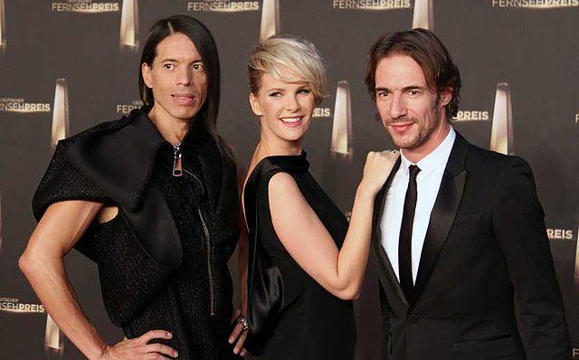 Jorge González mit Model Monica Ivancan und Creative Director Thomas Hayo beim Deutschen Filmpreis 2012  | © JCS/Lizenz: CC BY-SA 3.0/GFDL