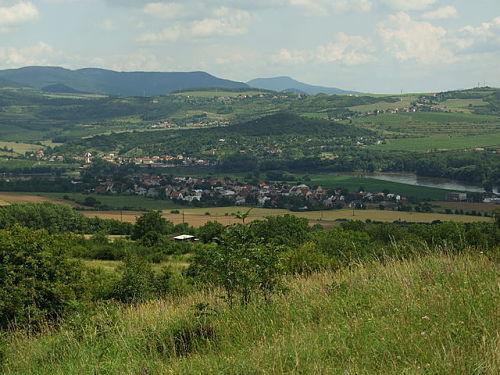 Landschaft bei Lovosice  | © Aktron/Wikimedia Commons, CC BY-SA 3.0