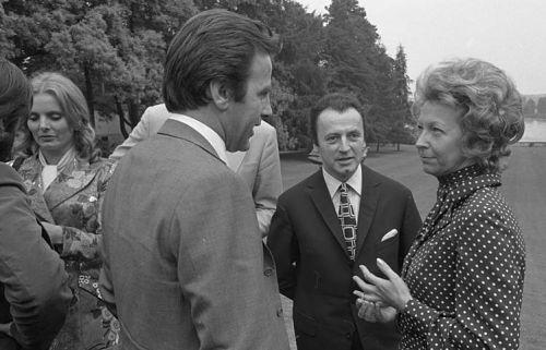 Rut Brandt (rechts) empfängt 1971 bekannte Filmschauspieler, darunter auch Ruth Maria Kubitschek (links)  | © Bundesarchiv, B145 Bild-F034158-0018/Engelbert Reineke/CC BY-SA 3.0